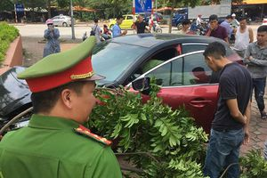 Xe Mazda 3 phóng tốc độ cao gây náo loạn trên phố Hà Nội tiếp tục gây tai nạn