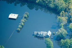 Nam Carolina chạy đua để chống lại lũ lụt nguy hiểm