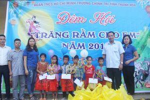 Trao hơn 100 triệu đồng hỗ trợ người dân vùng lũ huyện Mường Lát, Quan Hóa