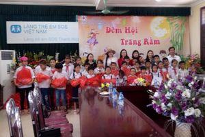 Tặng quà Tết Trung thu cho Làng trẻ em SOS Thanh Hóa
