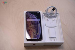 Cận cảnh mở hộp iPhone XS Max Gold 512 GB