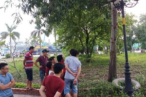 Người đàn ông treo cổ trong công viên ở Sài Gòn