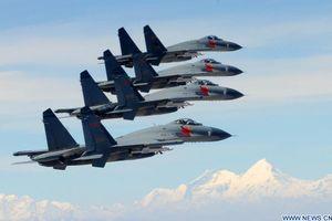 Trung Quốc - từ khách hàng mua vũ khí đến đối tác quân sự của Nga