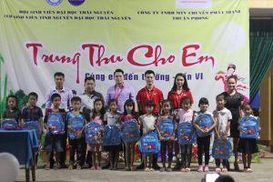 Sinh viên tình nguyện ĐH Thái Nguyên đón trung thu với học sinh nghèo huyện Võ Nhai