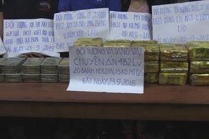 Bắt quả tang 6 người nước ngoài buôn bán 20 bánh heroin xuyên quốc gia.
