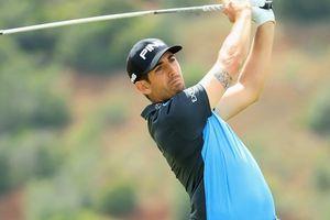 Clip: Golf thủ cởi quần đánh bóng