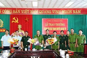 Hà Tĩnh: Trao thưởng lực lượng phá chuyên án bắt giữ 18.000 viên ma túy tổng hợp