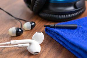 Làm thế nào vệ sinh tai nghe đúng cách