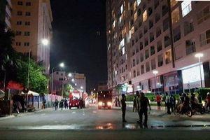 Waseco Plaza Sài Gòn bốc cháy, nhiều người dân cuống cuồng tháo chạy