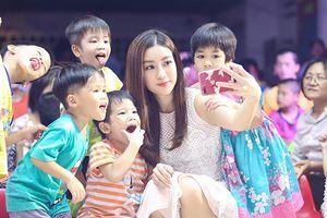 Bất ngờ với chiếc smartphone Hoa hậu 'bình dân' Đỗ Mỹ Linh đang sử dụng