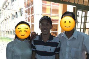 Sau ánh hào quang sân khấu, Hoài Linh giản dị về thăm lại trường cũ sau 30 năm tốt nghiệp