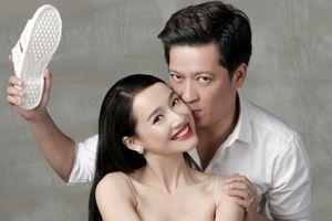 Trường Giang - Nhã Phương tung ảnh cưới với dép tổ ong hài hước