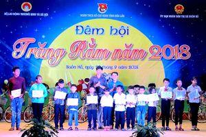 Tặng học bổng và xe đạp cho học sinh nghèo ở Đắk Lắk