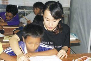 Thiện nguyện dạy chữ cho học trò Raglai nghèo khó