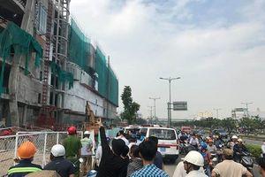 TPHCM: Nhiều công nhân rơi xuống đất khi thi công trung tâm thương mại