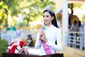 Hoa hậu Trần Tiểu Vy diện áo dài trắng về thăm trường cũ