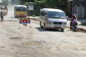 Tuyến đường đẹp bậc nhất Việt Nam hư hỏng nặng