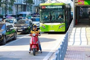 BRT Hà Nội: Vẽ vời cào đường nhựa, đổ bê tông