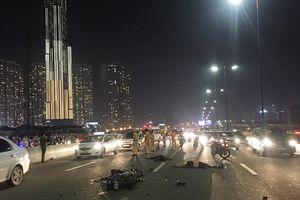 Va chạm với xe tải trên cầu Sài Gòn, đôi nam nữ chết thảm giao thông ùn ứ kéo