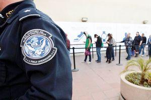 Mỹ xem xét hạn chế cấp thẻ xanh