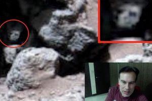 Mặt người ngoài hành tinh lấp ló trong hang sao Hỏa?