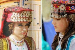Bộ lạc nổi tiếng có nhiều phụ nữ đẹp nhất thế giới