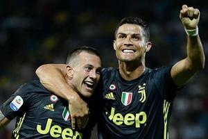 C.R7 sắm vai người hùng, Juventus thắng chật vật 'tí hon'
