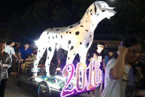 Chó, lạc đà, rồng khổng lồ... khuấy động đêm Trung thu biên giới