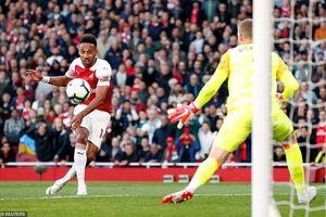 Trọng tài sai lầm khó tin, Arsenal thắng trận thứ 5 liên tiếp