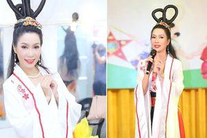 Á hậu Trịnh Kim Chi mặc cổ trang, hóa chị Hằng trong đêm rằm Trung thu