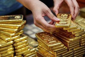 Đầu tuần, giá vàng tiếp tục giảm xuống mức thấp
