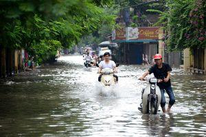 Câu chuyện 'phố thành sông' mỗi khi vào mùa mưa và nỗi lo của nhiều người dân