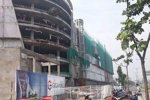 Rơi từ công trình của Khang Gia Land, 3 công nhân nằm bất động