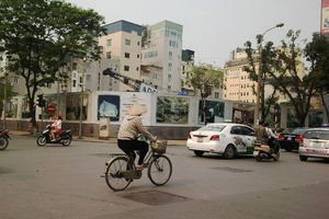 Thiếu điểm trông giữ ô tô ở Hà Nội: Bài toán khó chưa có lời giải