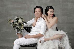 Không chỉ Trường Giang đem dép tổ ong lên ảnh cưới, những sao Việt này cũng yêu thích style 'quốc dân' này