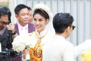 Hot nhất sáng nay: Lan Khuê hạnh phúc rạng ngời sánh vai cùng John Tuấn Nguyễn trong lễ đính hôn!