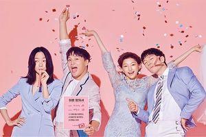 Bae Doona, Cha Tae Hyun, Lee El, Son Seok Gu 'ăn mừng ly hôn' trong poster phim mới