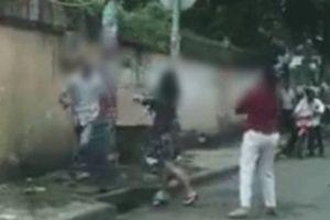 Chuyện lạ: Hai phụ nữ xông đến đánh người đàn ông sau va chạm giao thông