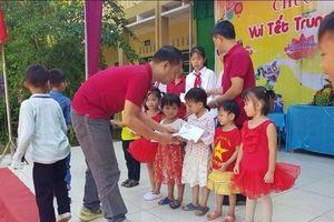 CLB Otofun Thanh Hóa hỗ trợ người dân vùng lũ và trao quà Trung thu cho trẻ em nghèo Mường Lát