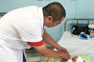 Cháu bé mới 5 ngày tuổi đã bị cắt bỏ gần 1 mét ruột