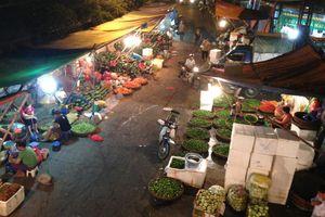 Hé lộ 'thế giới ngầm' bảo kê tại chợ Long Biên