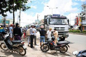 Gia Lai: Ô tô kéo lê xe máy hàng chục mét khiến một người chết thảm