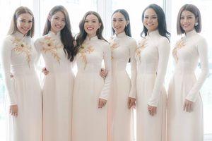 Ngắm nhìn dàn phù dâu xinh như hoa trong lễ ăn hỏi của Lan Khuê