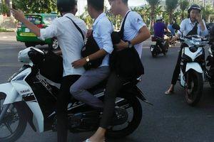 Còn tình trạng 'đầu trần', đi xe máy dạo phố ở Bình Định