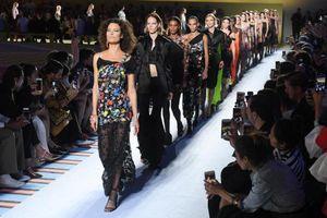 Hãng thời trang Michael Kors tính thâu tóm Versace giá 2 tỷ USD