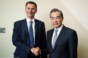 Trung Quốc 'nắn gân' Anh sau vụ tàu Hải quân thăm Biển Đông
