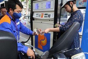 TS Lê Đăng Doanh nói về tăng thuế xăng dầu lên kịch khung: Rồi con vịt con gà cũng sẽ tăng giá theo