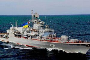 Chiến hạm Ukraine qua cầu Crimea không cần xin Nga