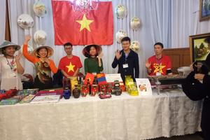 Đại sứ quán Việt Nam tại Mông Cổ tham gia hội chợ từ thiện
