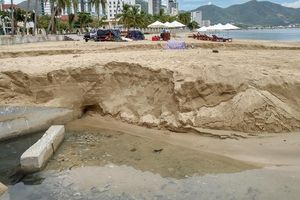 Nước thải bốc mùi hôi thối xả xuống biển Nha Trang